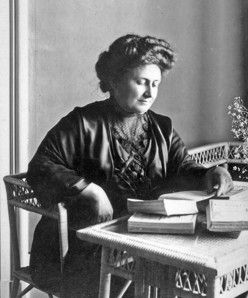 https://commons.wikimedia.org/wiki/File:Maria_Montessori1913.jpg